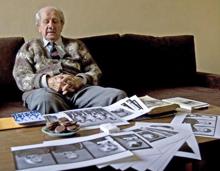 Вильям Брассе, заключенный Освенцима, который по приказу администрации фотографировал узников и все эксперименты врачей-садистов, умер в 2012 году. /Фото: AFP
