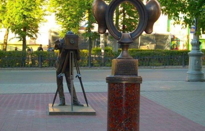 Из этой поговорки сделали целую скульптурную композицию. /Фото:lookmytrips.com