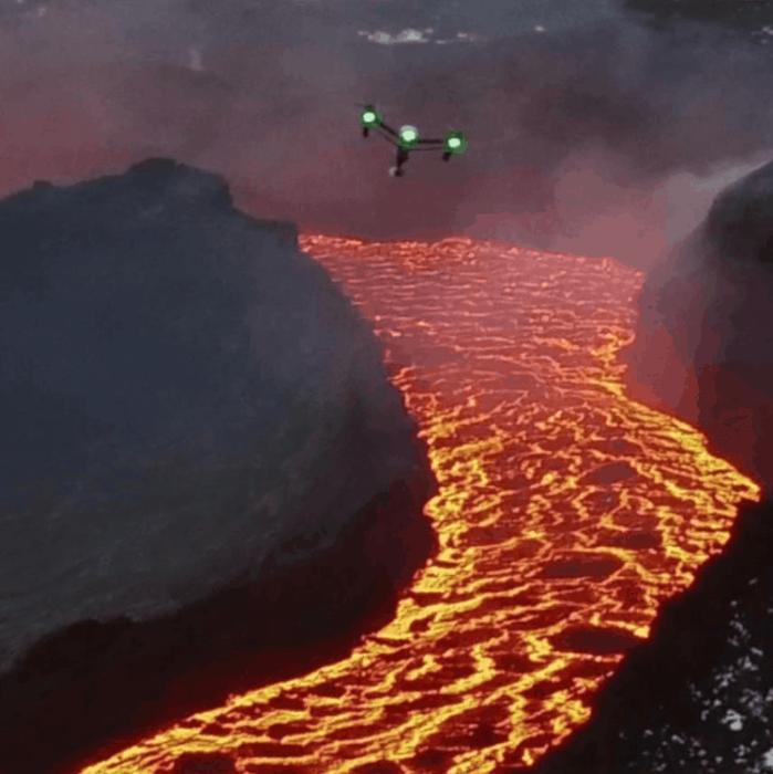 Дрону не страшен даже вулкан. /Фото:kueez.com