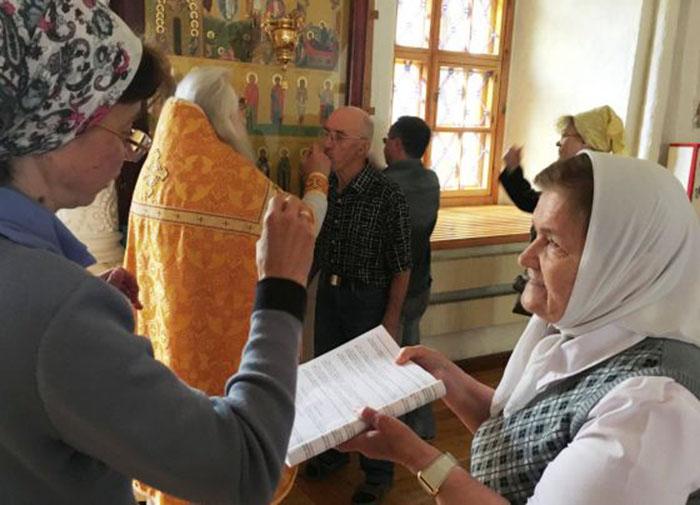 Службы дают прихожанам с ограниченными возможностями веру и чувство уверенности. /Фото:hram.deafnet.ru