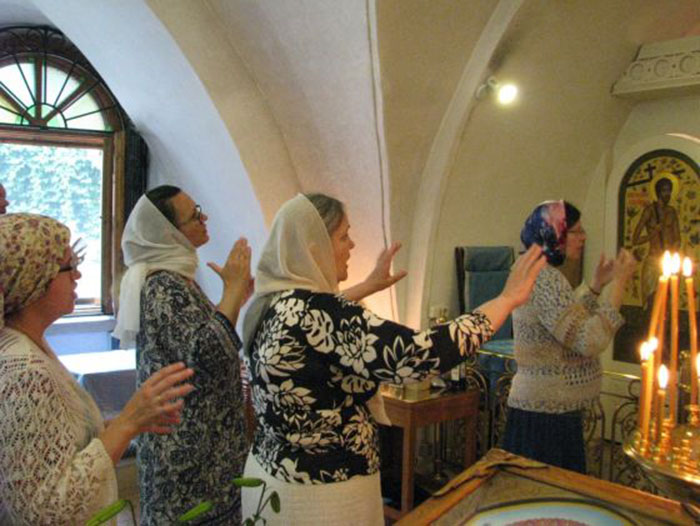 Служба на языке жестов. /Фото:hram.deafnet.ru