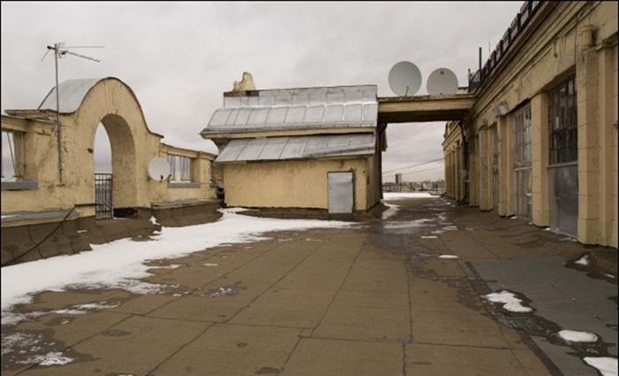 С этой крыши Булгаков описывал Москву. /Фото:moscowwalks.ru