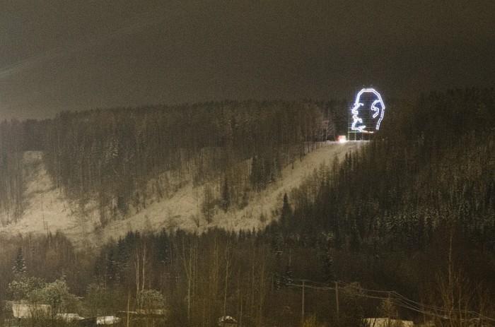 Голова в ночи выглядит жутковато. /Фото:ухта.рф