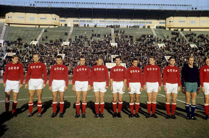 Вот так, например, выглядели наши футболисты на Чемпионате мира 1966 года. /Фото:http://fbsport.by
