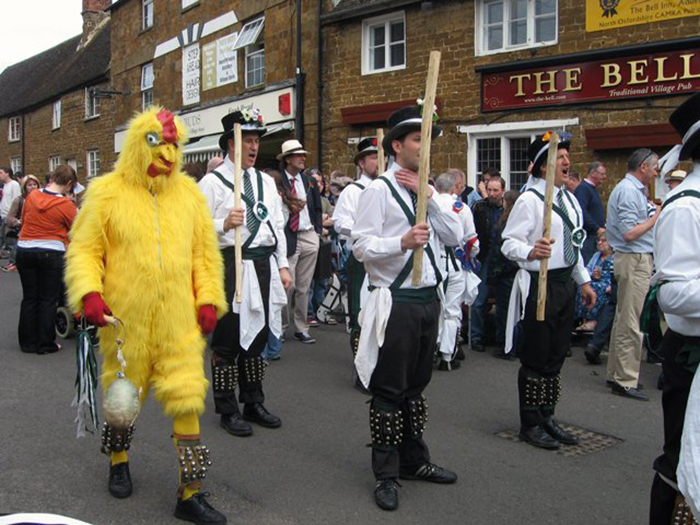 Праздник танца моррис в наши дни. /Фото:agape2.livejournal.com