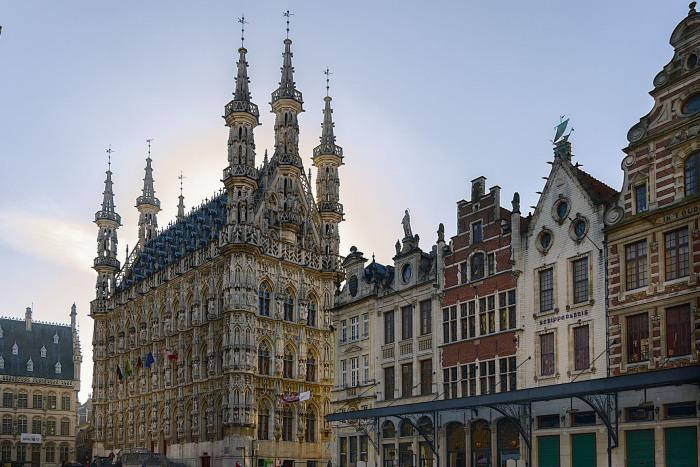 Лёвенская ратуша была построена в XV веке. /Фото:holidayguru.nl