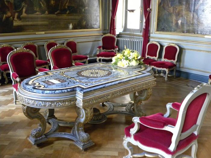 Внутренние помещения ратуши. /Фото:wallonie-voyage.eu