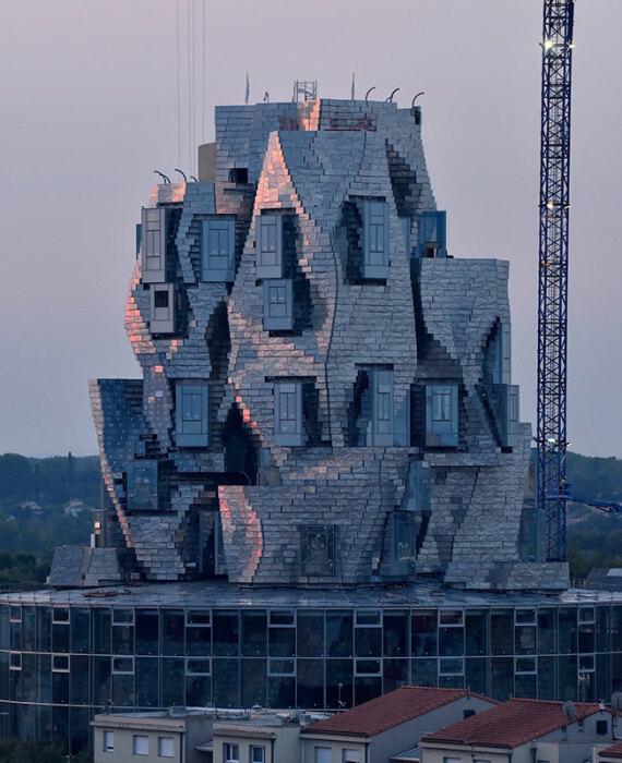 Здание во время строительства. /Фото:interior.ru