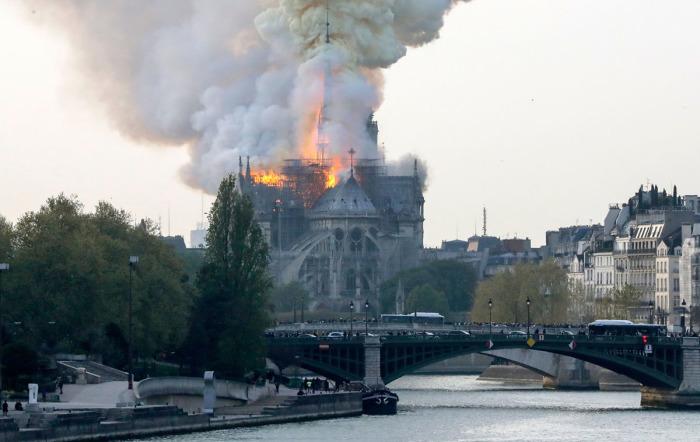 Ядовитый свинец попал в Сену и загрязнил воздух в нескольких районах города. /Фото:theatlantic.com