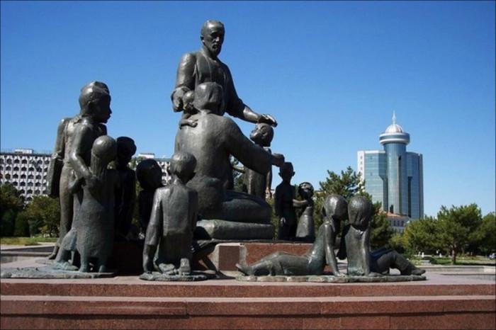 Памятник знаменитой узбекской семье. /Фото:fergananews.com