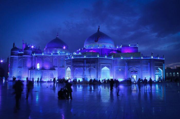 Так выглядит Голубая мечеть ночью./Фото:trekearth.com