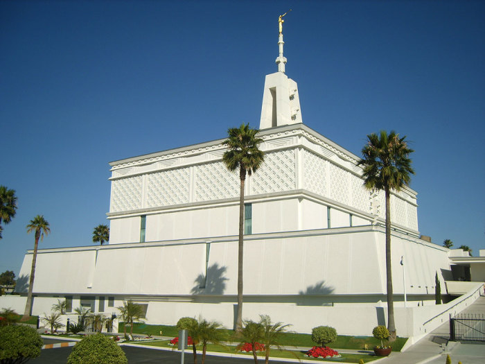 Храм чем-то напоминает древнюю пирамиду. /Фото:globalstoneinc.com