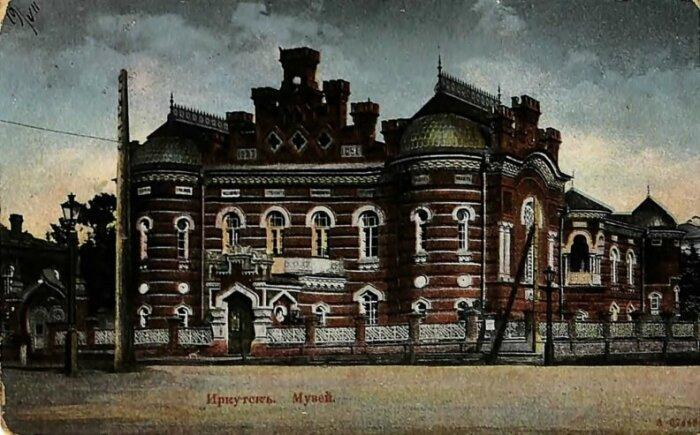 Иркутский музей на ретро-открытке.