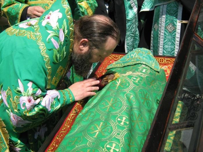 Преподобные одеты в зеленые ризы. /Фото:lavra.ua