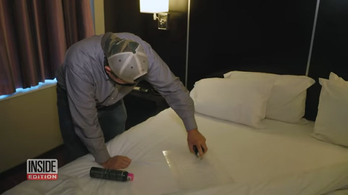 Нанесение рисунка на постельное белье.
