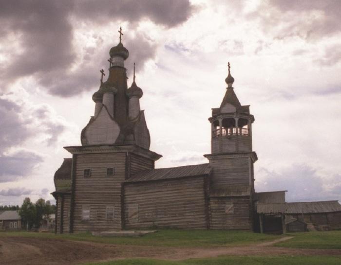 Шатёр на бочке. Церковь до реставрации. /Фото:sentstory.ru