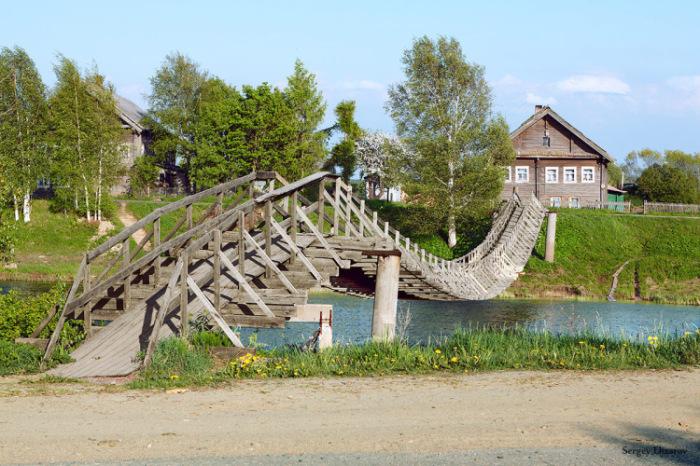 Этот мост обычно сравнивают в хребтом древнего ящера. /Фото: gallery.ru