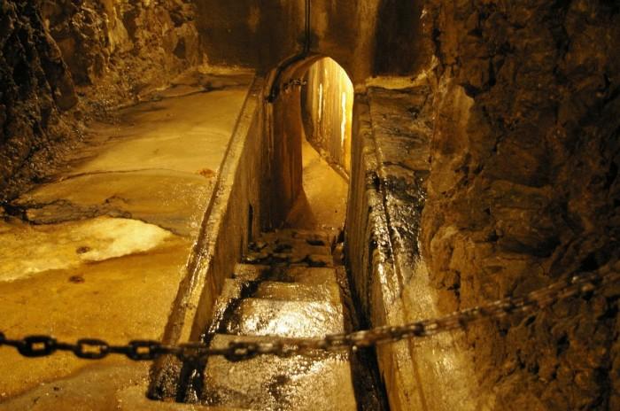 Причина странного свечения лестницы пока не ясна. /Фото:tour2go.ru