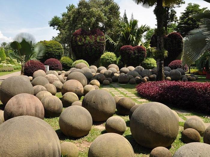 Загадочные сферы теперь украшают ландшафт Коста-Рики. /Фото:сolors.life