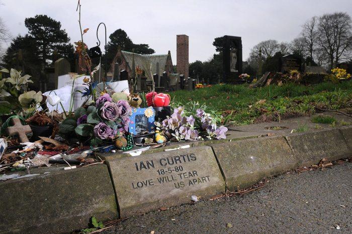 Так выглядит могила Кертиса. /Фото:bbc.com