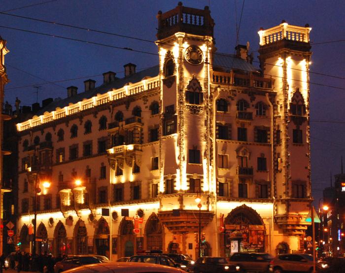 На первом этаже дома размещается театр./Фото:citywalls.ru