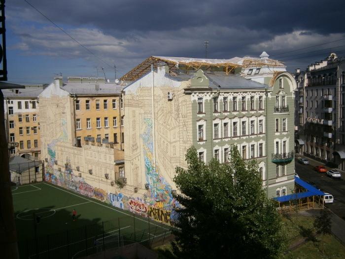 Колобовский дом и его две стороны - старинная и современная. /Фото:citywalls.ru