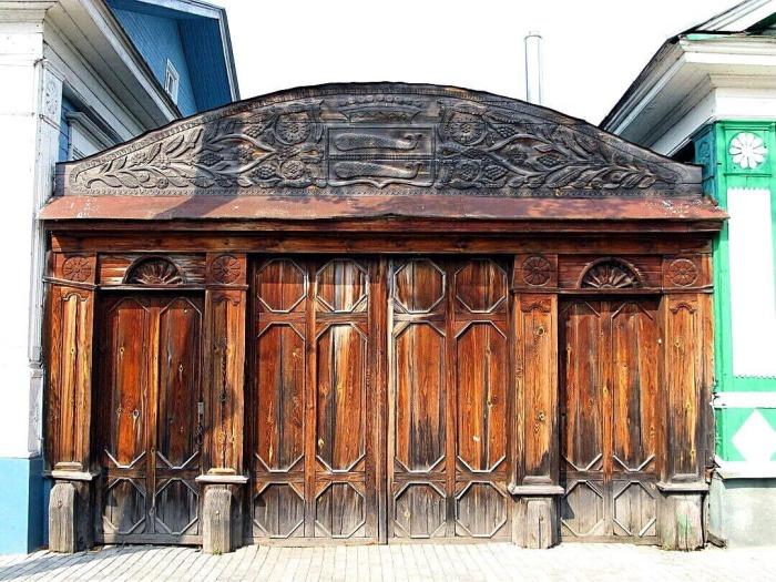 Резные ворота дома графини Паниной («Ворота с рыбами»). Фото:Kartarf.ru