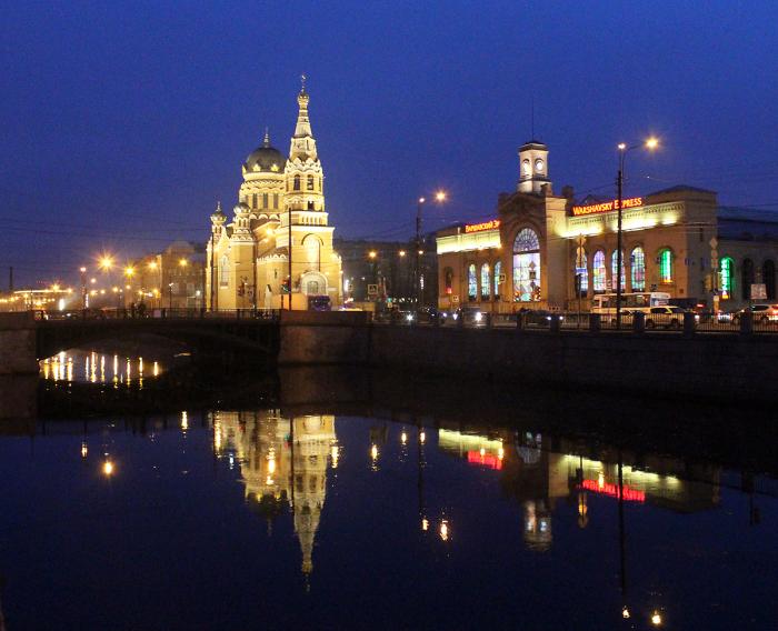 Храм и вокзал в наши дни. /Фото:citywalls.ru