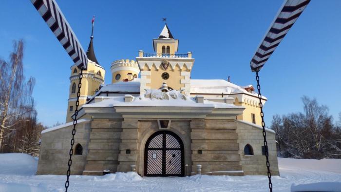 Малоизвестная, но очень живописная достопримечательность, которая хранит память об императоре Павле. /Фото:citywalls.ru