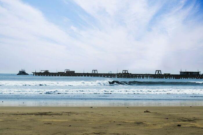 У этого пирса заканчивается двухметровая волна. /Фото:pinimg.com