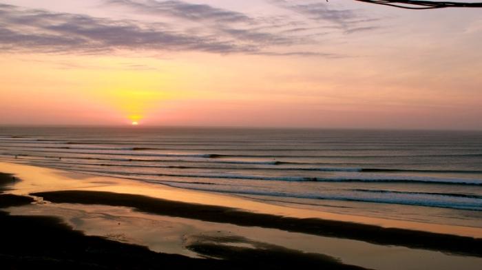 Волны на закате. /Фото:infodestino.com