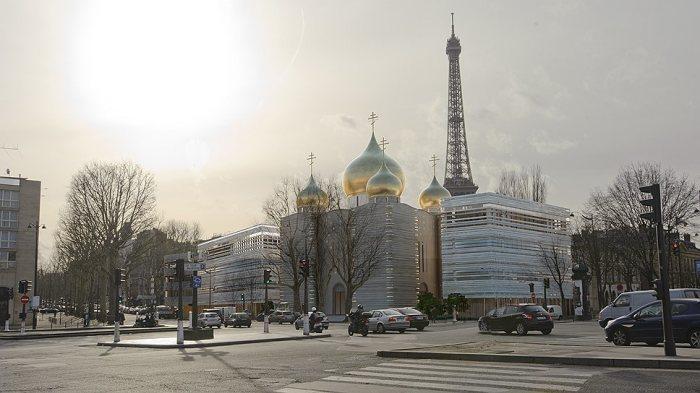Храм стоит возле Эйфелевой башни. /Фото:paris-life.info