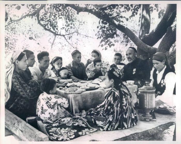 Шамахмудовы с подросшими детьми./Фото:mytashkent.uz
