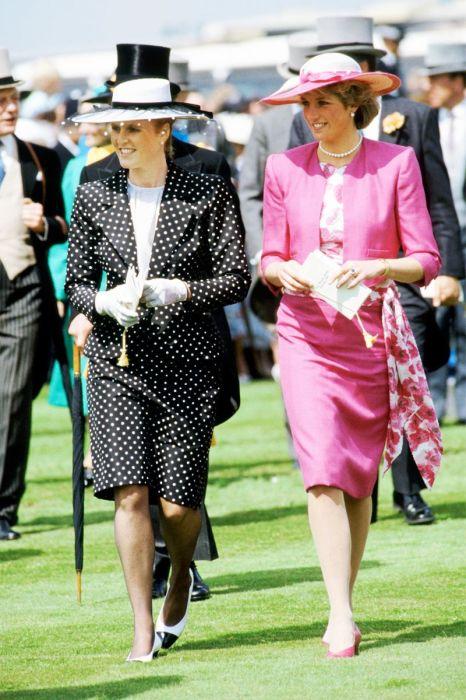 Узкая юбка плюс розовый цвет. /Фото:aol.com