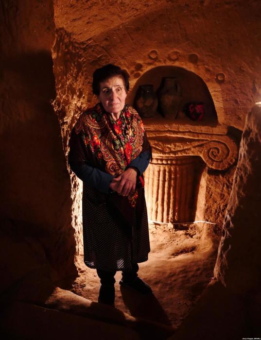 После смерти супруга Тося стала водить экскурсии по его подземному дворцу. /Фото: rferl.org
