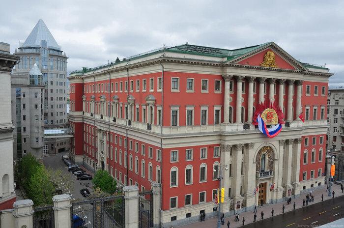Здание московской мэрии когда-то тоже двигали. /Фото:liveinternet.ru