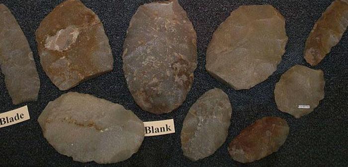 Фрагменты керамической посуды, древних орудий и прочие артефакты указывали на то, что, возможно, самые первые люди появились именно в Японии. /Фото:alchetron.com