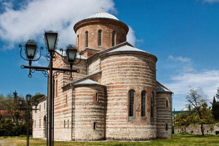 Старинный собор с фрагментами уникальных фресок. /Фото:ecovolonter.ru