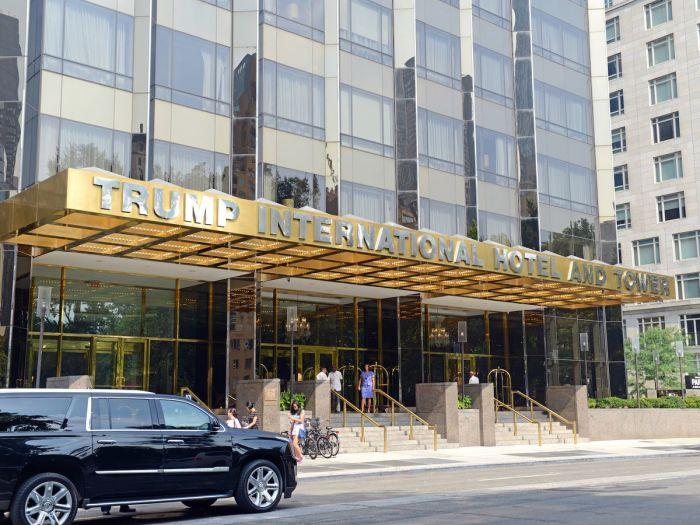 В отеле Трампа после прошлых жильцов тоже не поменяли наволочки.