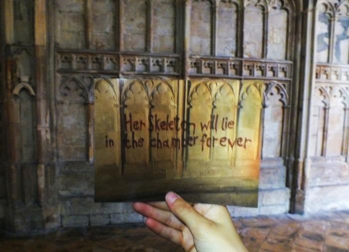 Кровавая надпись./ Фото:Nikki Smith