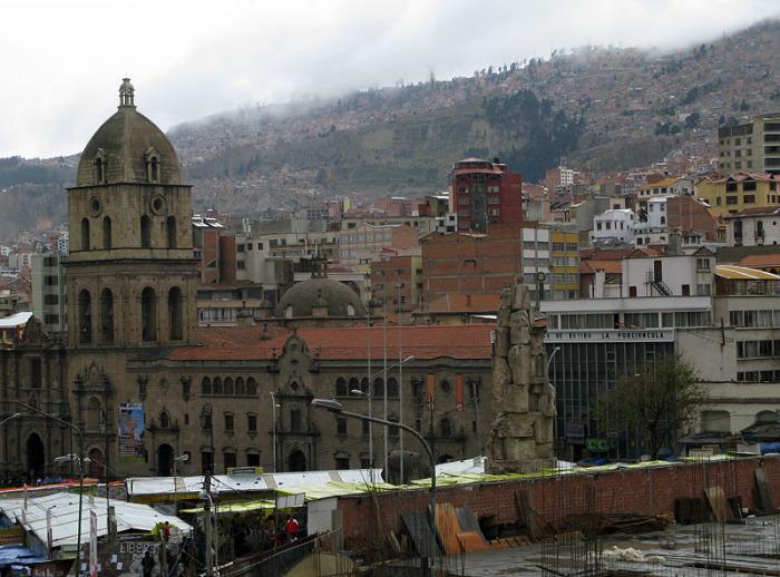 В сравнении с ярким собратом Ла-Пас выглядит гораздо консервативнее и мрачнее. /Фото:http://venividi.ru