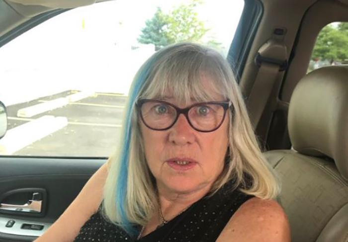 Эту бабушку перекрасить волосы уговорила внучка.
