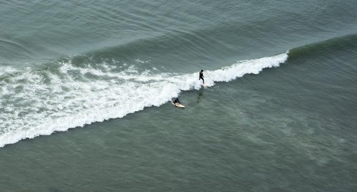 Серфер на волнах. /Фото:masterok.livejournal.com