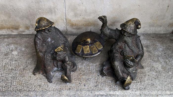 А это азартные гномы-картёжники. /Фото:.bulengrin.com