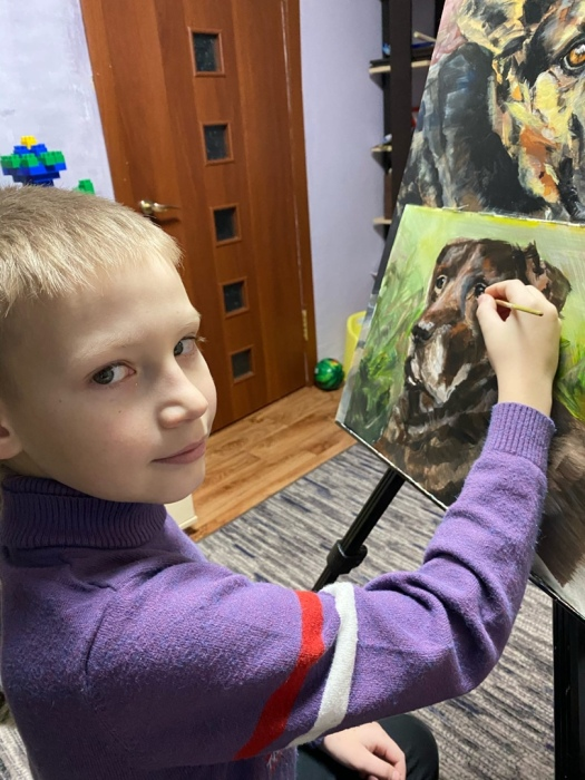 Юный художник за работой.