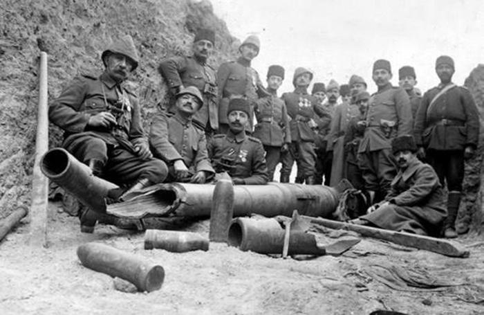 Легенды гласят, что во время перемирий бои прекращались и солдаты даже могли общаться, как добрые приятели. /Фото:yenicag.ru