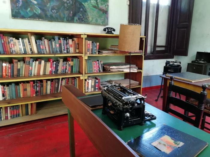За этим столом печатала секретарша Троцкого. Фото:znak.com