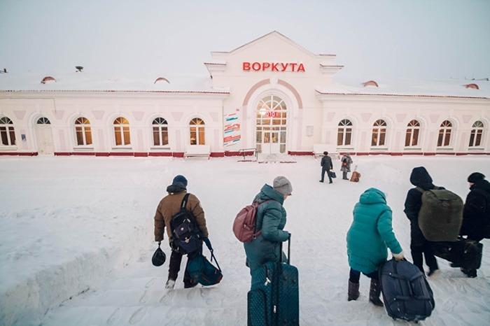 Люди уезжают из города на время и мало кто возвращается. /Фото: Иван Маслов, znak.com