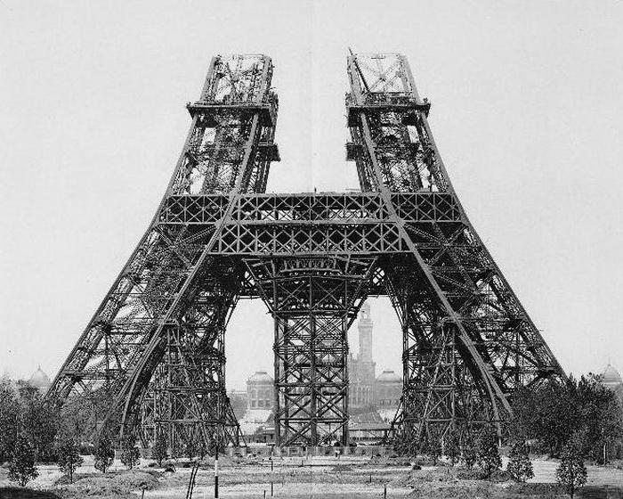 Возведение Эйфелевой башни в 1888 году