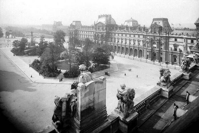 Двор Наполеона перед дворцом в начале XX века